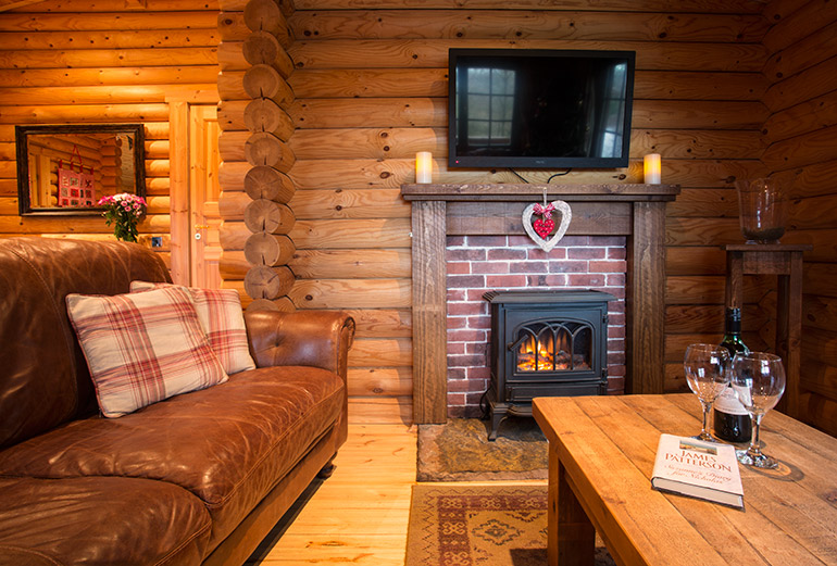Arthur's Cabin, luxury log cabin in Felmoor Park in Northumberland