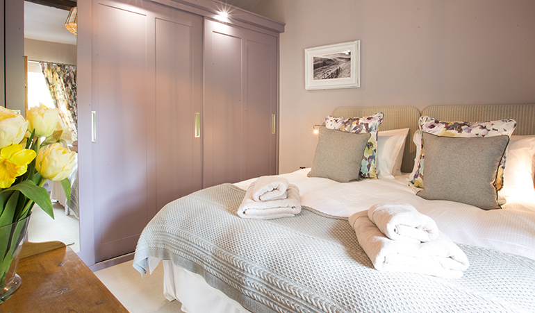 orchard barn bedroom, luxury holiday accommodation in corbridge in the tyne valley, dog friendly holiday accommodation near hadrians wall with real fire