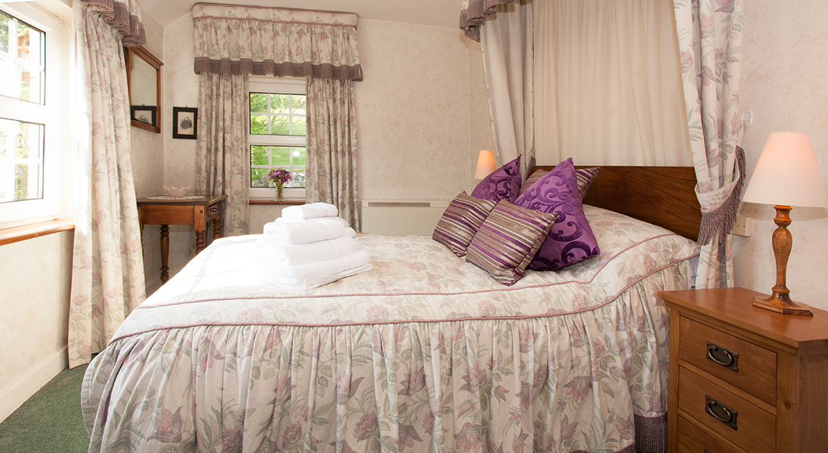 Border House in Harbottle is a cosy country holiday home sleeping 7 and welcomes 3 dogs pet friendly