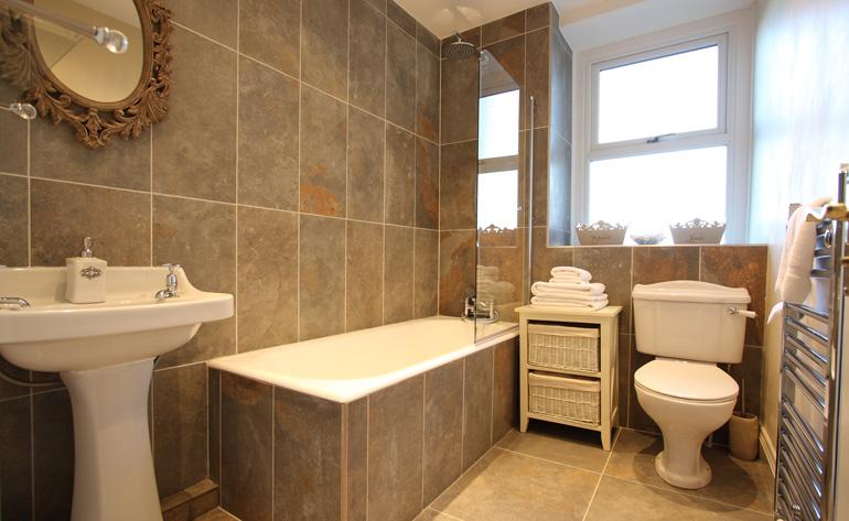 Castle Street Cottage Luxury Bathroom