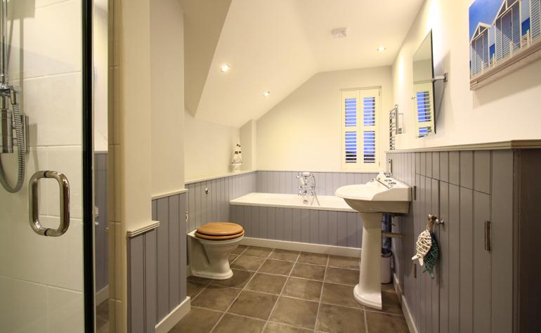 alnwick-amble-warkworth-beach-luxury-dog-friendly-craster-holiday-cottages-northumberland