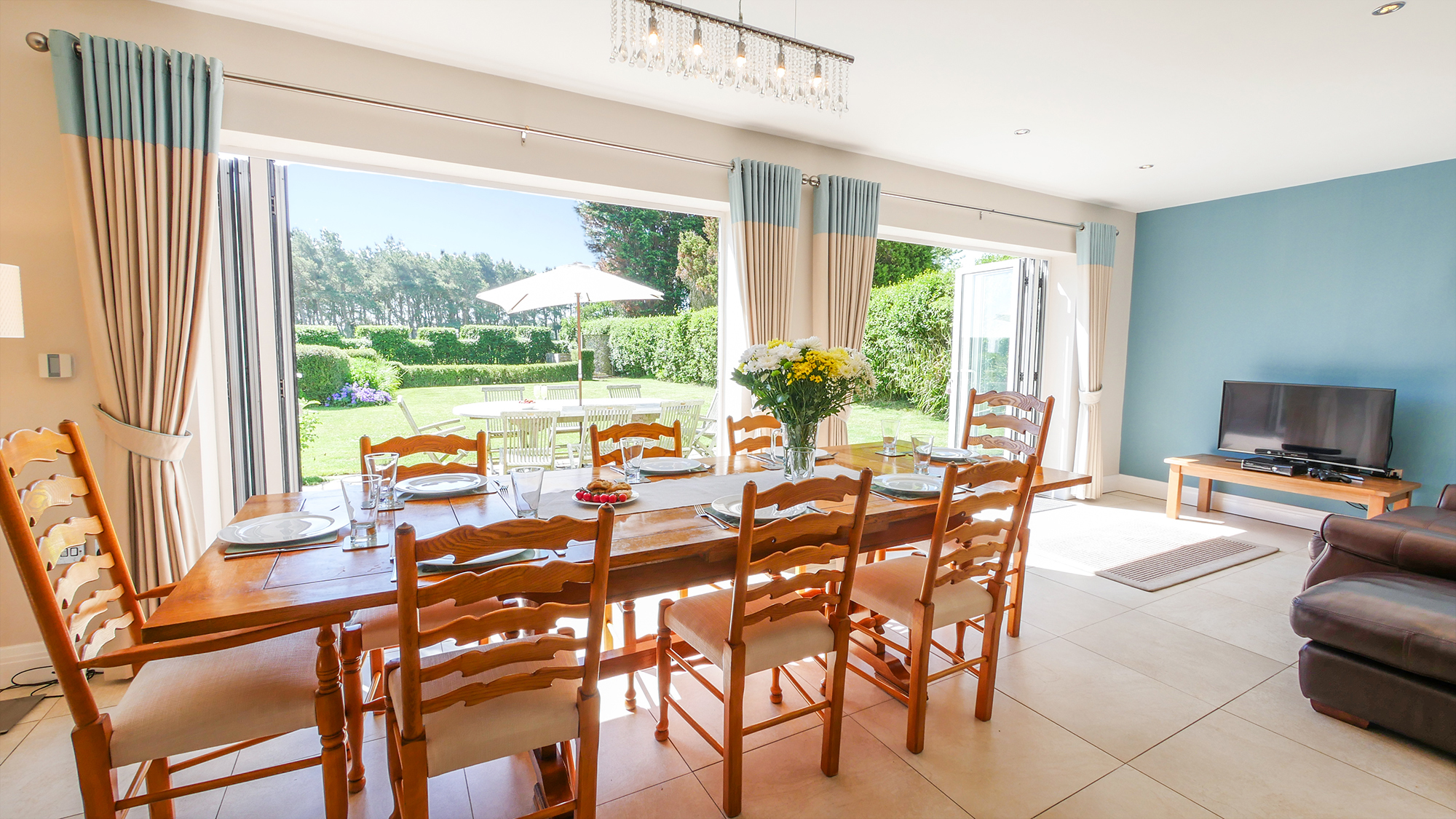 best properties for large groups, luxury group accommodation