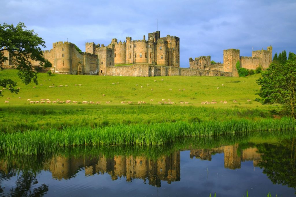 Alnwick Castle Northumberland, luxury cottages in walking distance to Alnwick castle and gardens