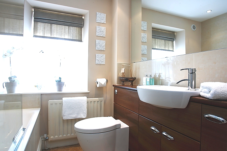 bathroom at coquet view in Warkworth, luxury holiday cottages in Warkworth for families overlooking the river, cottages in Warkworth close to the beach