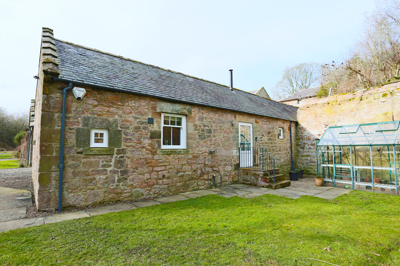 Pretty Holburn Mill Cottage near Bamburgh