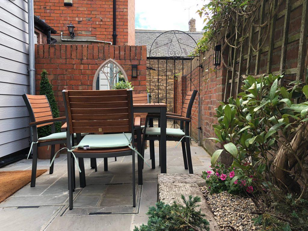 Honeybee-cottage-patio-garden-luxury-holiday-cottage