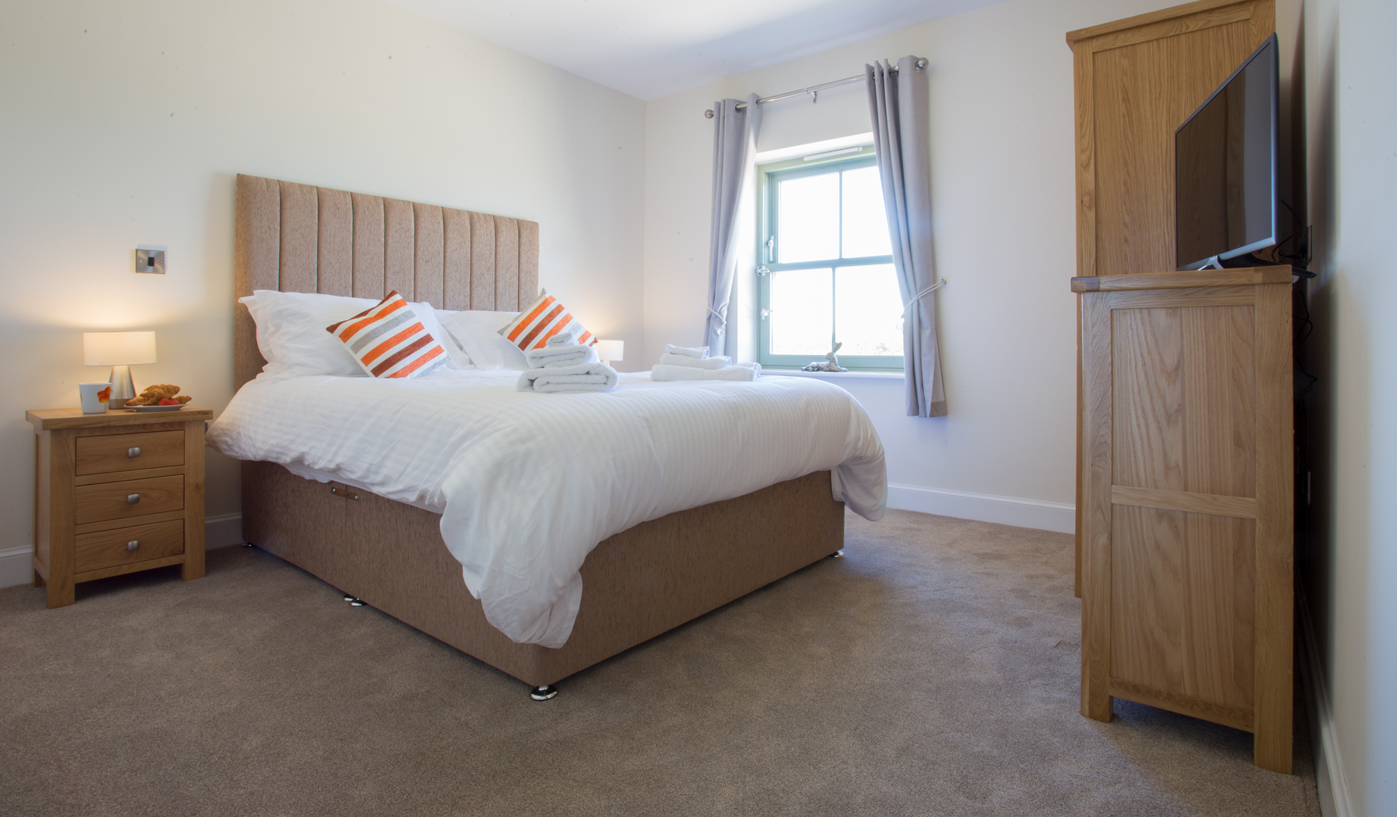 gorgeous large cottages Alnwick Morpeth, large cottages to rent in Northumberland for party, cottages with rooms to hire for party